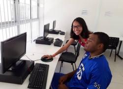 Biblioteca Pública e Praça CEU auxiliam pais das inscrições online para rede municipal em Bento