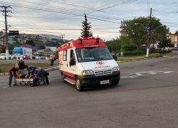 Motociclista fica ferida após acidente no São Roque em Bento