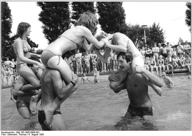 Berlin, Schwimmbad Siegfriedstraße, Sport- und Neptunfest