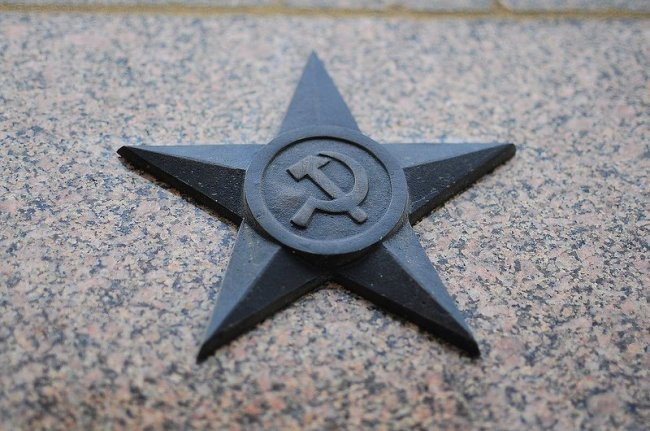 soviet hammer and sickle star