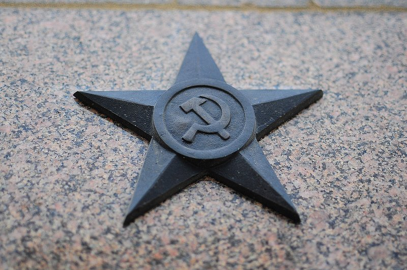 soviet hammer and sickle star