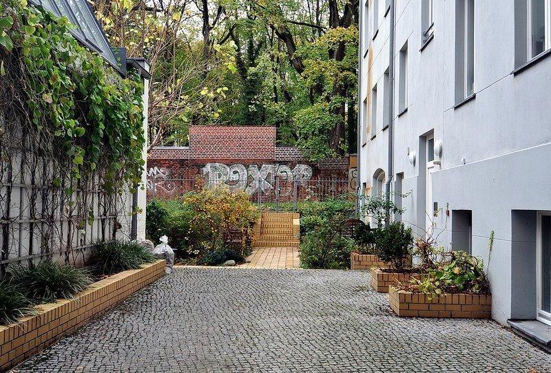 hinterhof judengang juedischerfriedhof schoenhauser allee