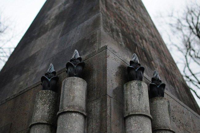 bronze fackeln sowjetisches ehrenmal buch