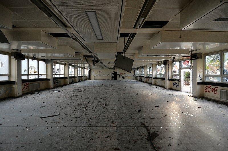 empty classroom anatomy school berlin