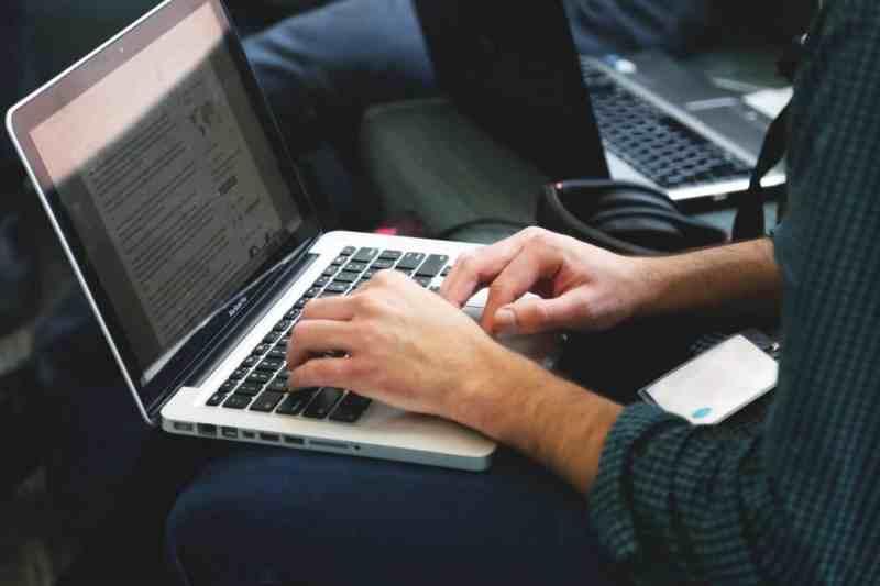 Macbook Pro PushEngage DigitalDefynd