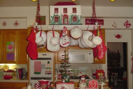 red white vintage kitchen christmas