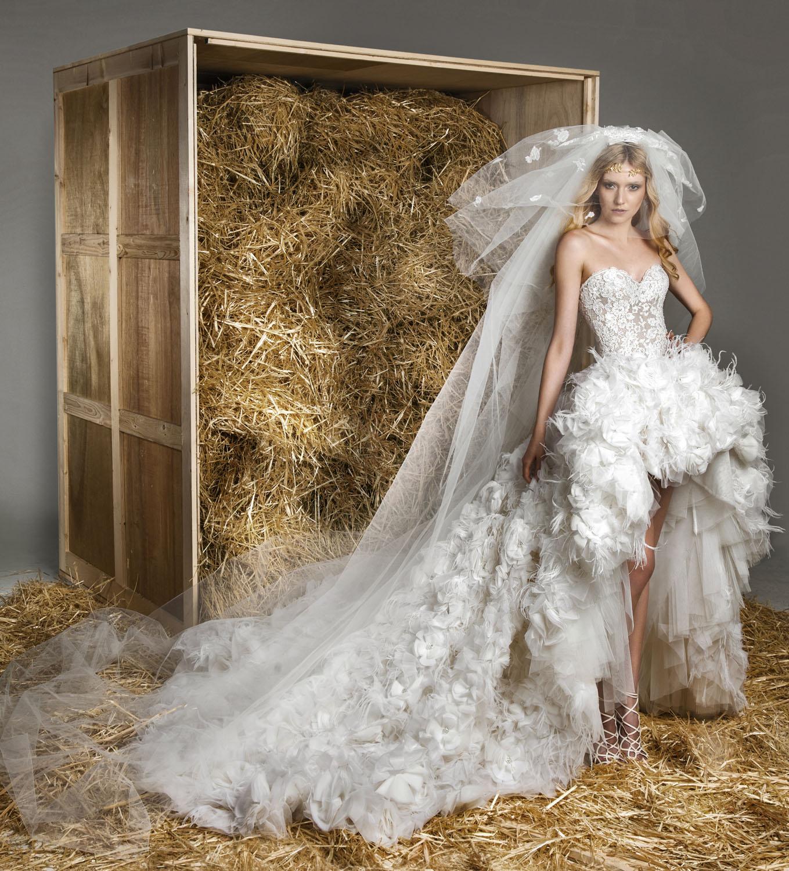 amazing black and white feather wedding dresses feathered wedding dress Black And White Fitted Wedding Dresses 2 Amazing Black and White Feather Wedding Dresses