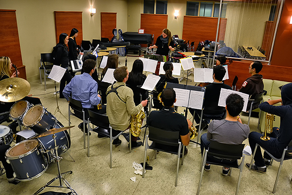 daffydil-2013-band-practice-uoft-university-of-toronto-faculty-of-medicine-hart-house-theater-dinosaurus-rex