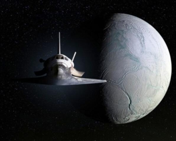 Es la imagen de un transbordador espacial visto de frente, en mitad del espacio, con un objeto celeste, que parece un planeta o un satélite tras el, y un poco a su izquierda. Algo que a día de hoy puede parecerlo, quizas en un futuro podamos ver esta imagen en realidad, mostrándonos que nada es imposible.