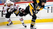 Pittsburgh Penguins' Evgeni Malkin (71) loses control of the puck as he collides with Chicago Blackhawks' Artem Anisimov (15) during the first period of an NHL hockey game in Pittsburgh, Saturday, Nov. 18, 2017. (AP)
