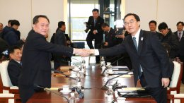 South Korean Unification Minister Cho Myoung-gyon (right) shakes hands with the head of North Korean delegation Ri Son Gwon before their meeting at the Panmunjom in the Demilitarized Zone in Paju, South Korea, Tuesday, Jan. 9, 2018. (AP)