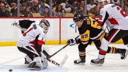 Pittsburgh Penguins' Jake Guentzel (59) gets a shot past Ottawa Senators goaltender Mike Condon (1) for a goal with Dion Phaneuf (2) defending during the second period of an NHL hockey game in Pittsburgh, Tuesday, Feb. 13, 2018. (AP)
