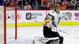 Vegas Golden Knights' Marc-Andre Fleury cannot block goal by Philadelphia Flyers' Claude Giroux during the second period of an NHL hockey game, Monday, March 12, 2018, in Philadelphia. (AP)