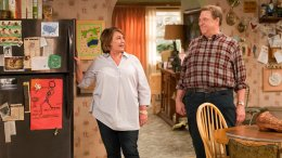"""This image released by ABC shows Roseanne Barr and John Goodman in a scene from the comedy series """"Roseanne."""" (AP)"""