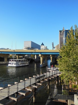 Milwaukee River Scene taken with Nikon Coolpix S9300 compact digital travel camera