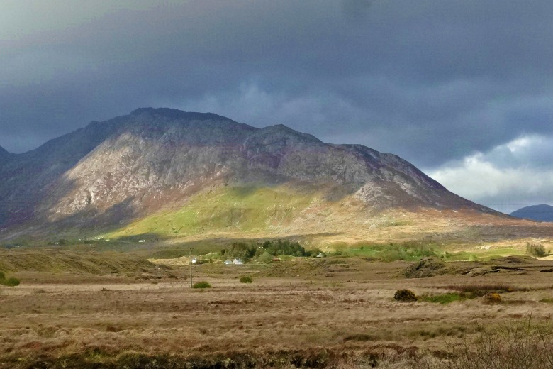A Crapful of Tips for Your Trip to Ireland: Getting There, Staying There, and Getting Around
