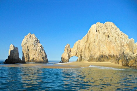 The famous Arch of Cabo San Lucas (Land's End)