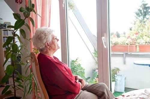 Older woman - Charles Bonnet Syndrome