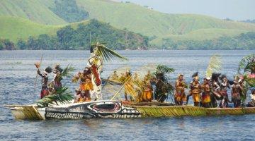 Isolo dance at Sentani lake festival 2015