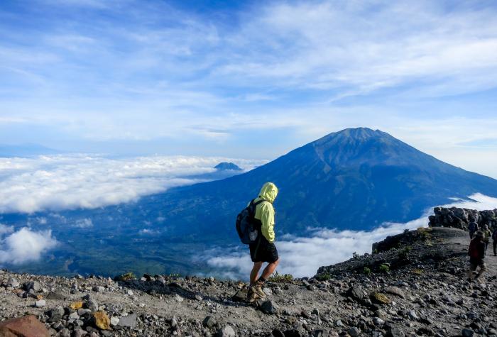 hiking-merapi-volcano