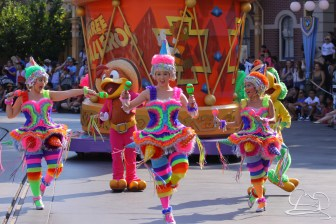 Time for pinata dancers to bring in the three cabelleros in Mickey's Soundsational Parade.