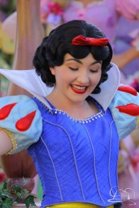 Snow White in Mickey's Soundsational Parade.