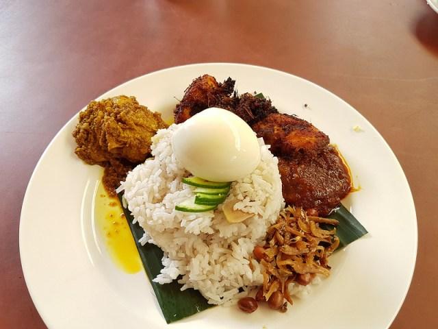 kinh-nghiem-du-lich-malaysia-tu-tuc-gia-re-nasi-lemak