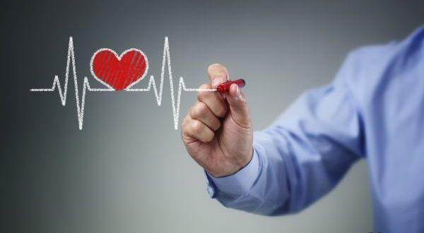 Hand drawing heartbeat