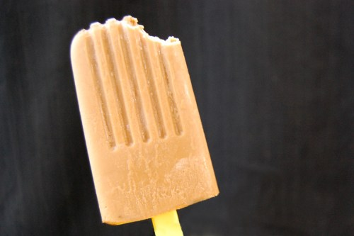 These Thai iced tea popsicles are a frozen version of a delicious drink.