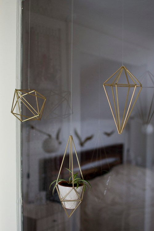 Learn how to make a DIY geometric himmli plant hanger