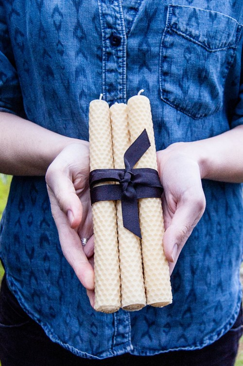 These DIY beeswax taper candles would make a lovely holiday or hostess gift