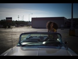 Solange – Lovers In The Parking Lot (Music Video)
