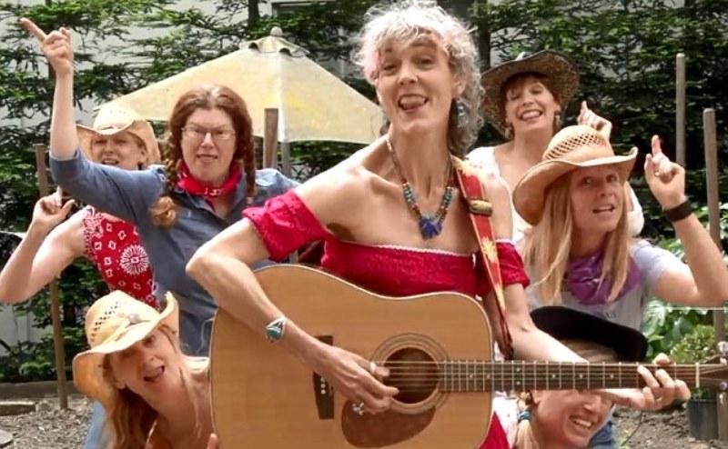 donnalou-stevens-in-the-video-older-ladies