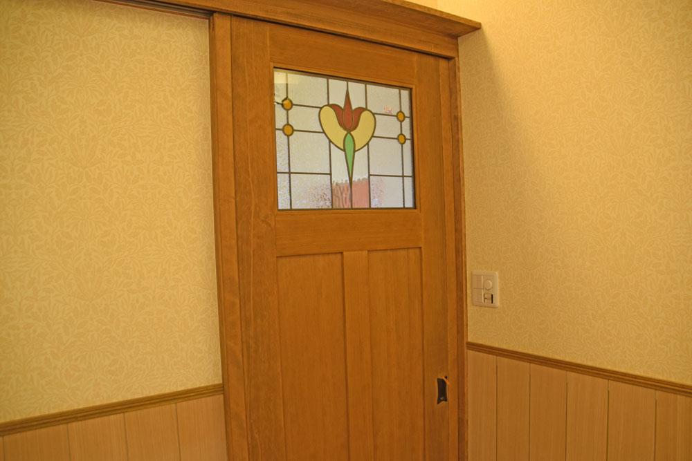 1階玄関扉