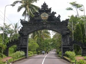 Pintu-Gerbang-Bangli-300x225