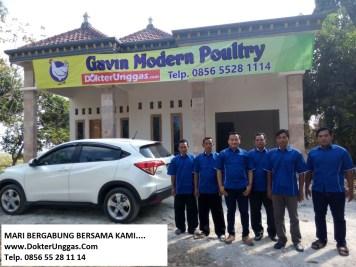 Bersama Karyawan DokterUnggas