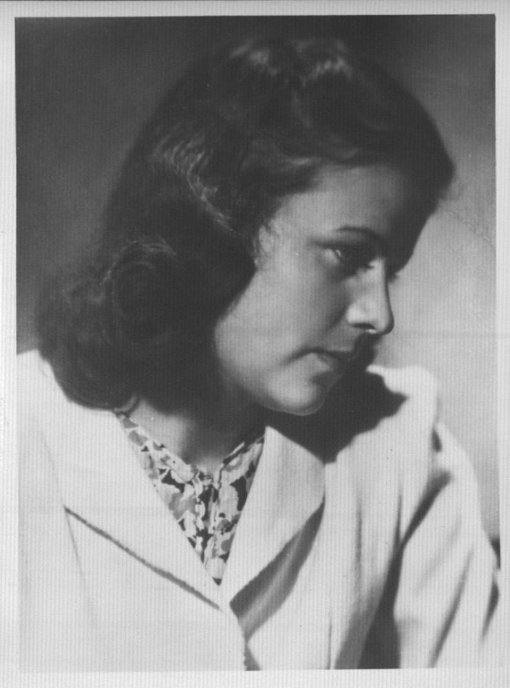 Тамара Ивановна Кузнецова, в замужестве Аборкина. 1940-е годы