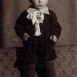 Вячеслав Жигарев в квартире № 17. Начало 1940-х годов