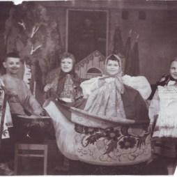 Детский сад при фабрике «Дукат». Третья слева Мария Другова. Около 1951 года. Из личного архива М.Б. Другово