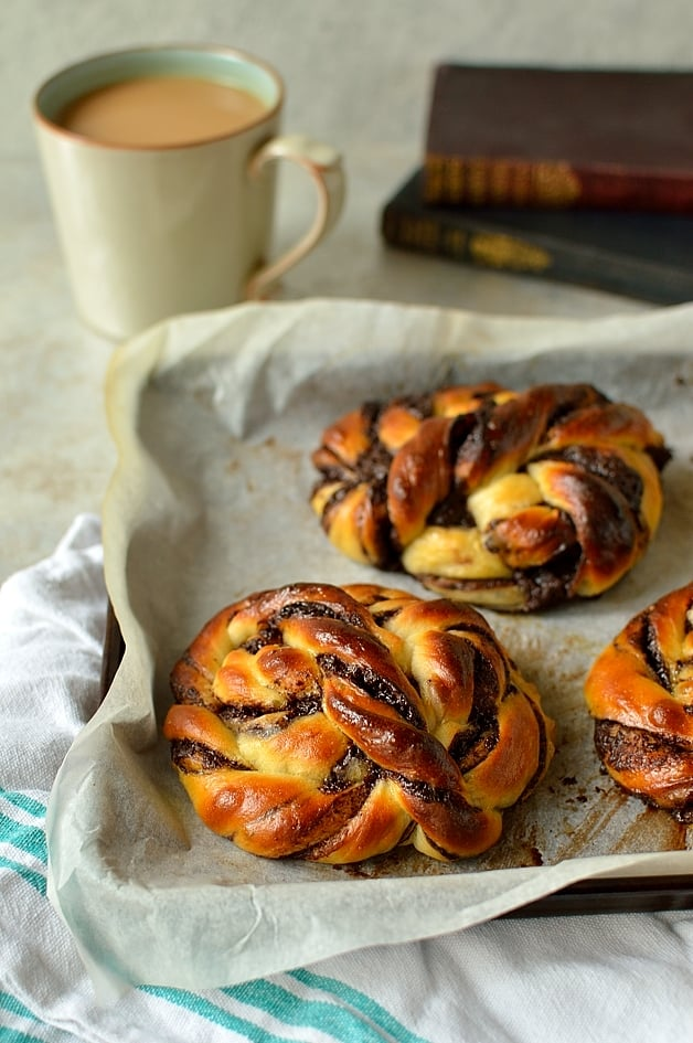 super soft tangzhong chocolate bread rolls