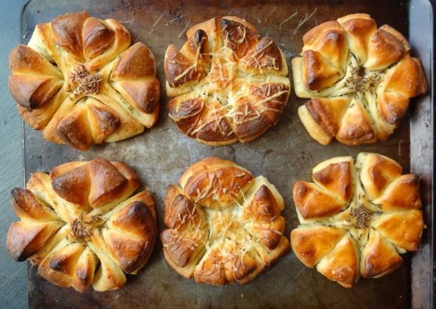 garlic butter clover bread rolls