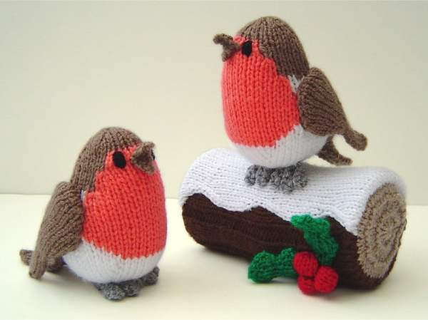 knitted_robins_and_yule_log