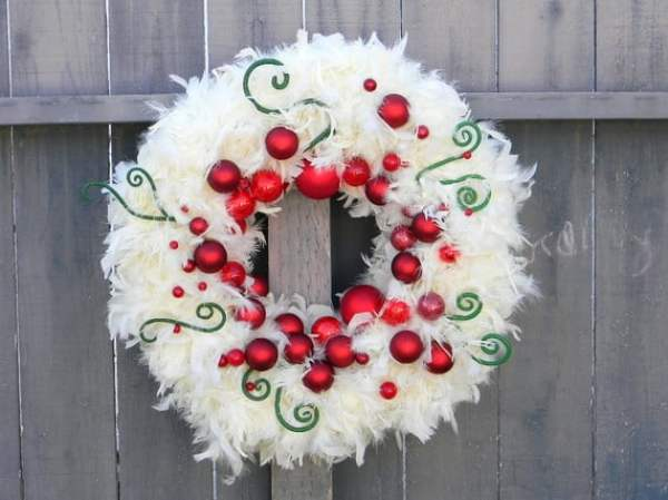 white-feather-christmas-wreath-with-red-balls