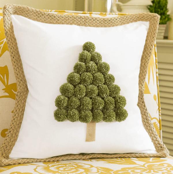 christmas-tree-pom-pom-pillow-fi