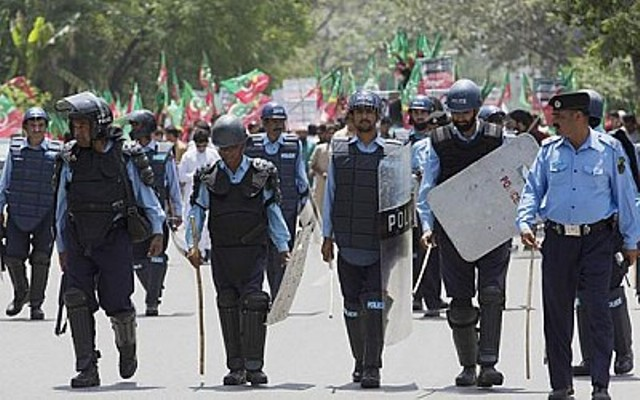 Police forced Against PTI moving Towards ECP on Friday