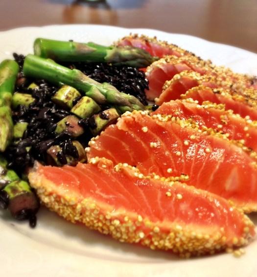 salmao-crosta-de-quinua-arroz-negro-do-pao-ao-caviar