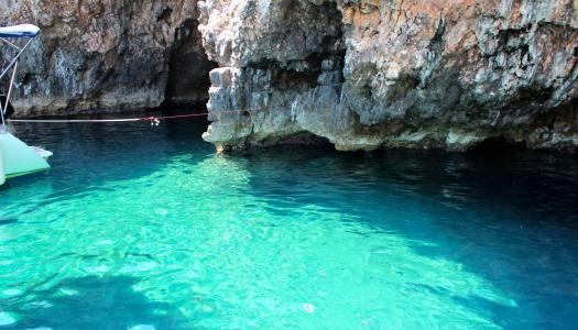Passeio de barco em Hvar – Blue Cave e Green Cave