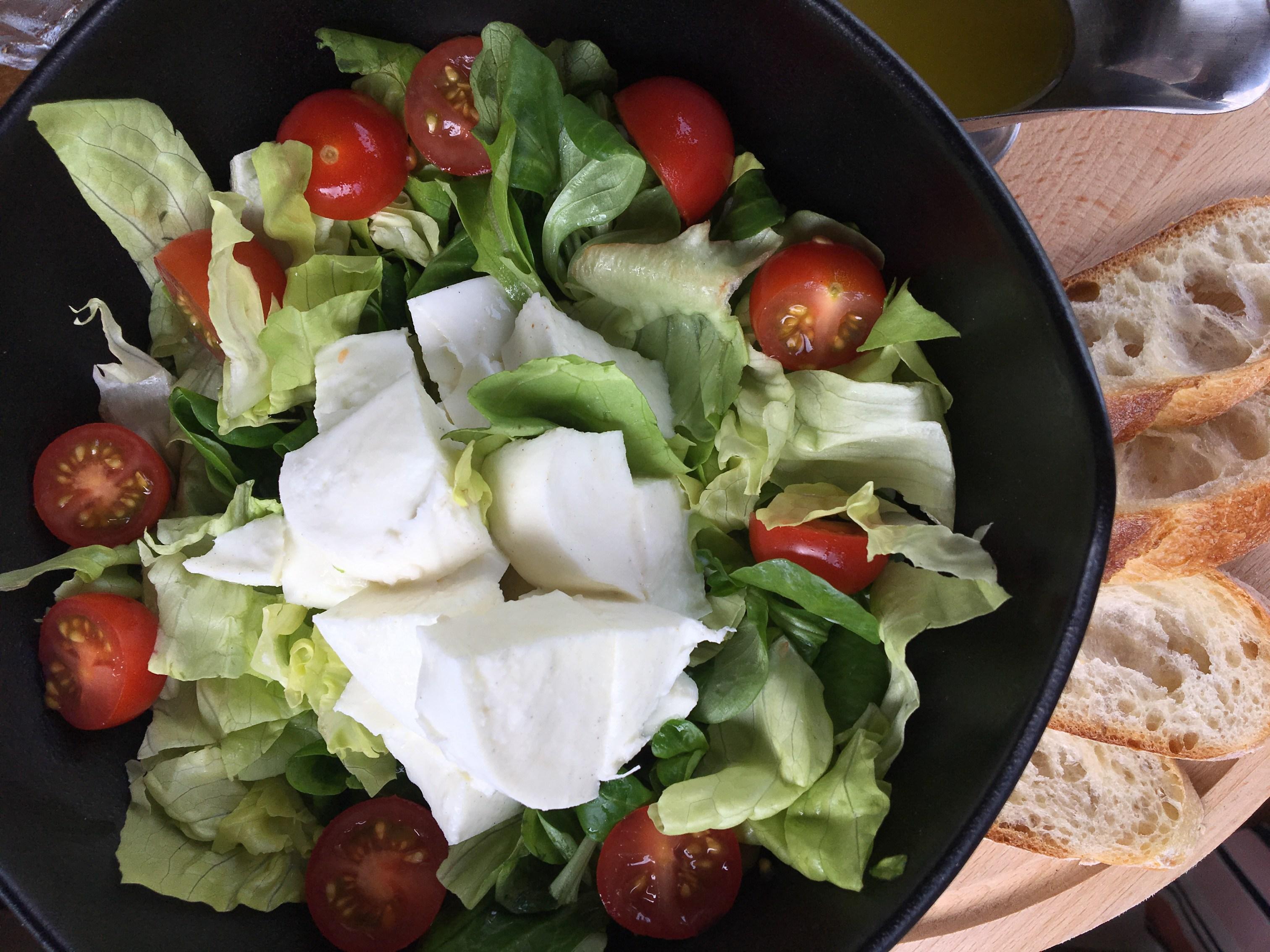 Salada imperdível com a melhor búfala