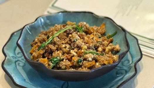 (Português do Brasil) Salada de abóbora com quinoa e queijo feta