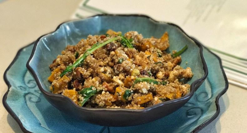 Salada de abóbora com quinoa e queijo feta